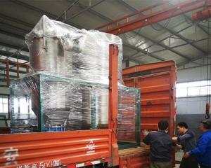 源利过滤:不锈钢过滤机紧密装货中